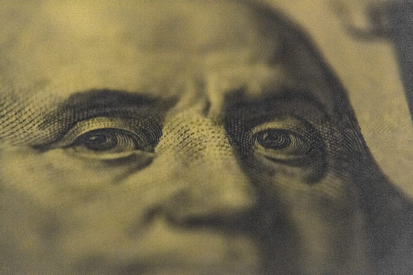Money Dollar Bill Currency Finance  - iShootForCoffee / Pixabay